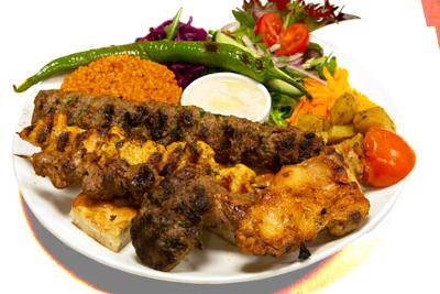 SUPER MIX GRILL /199,-   Adana Kebab, Kyllingspyd og lamspyd, køfte, lam, kotelett (M,HV)