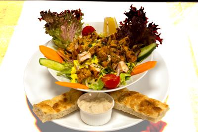 KYLLING SALAT /139,-   Marinert Kylling Strimler og Serveres I Friske Salat (M)