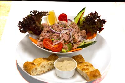 TUNFISK SALAT /139,-   Tunfisk og Serveres I Friske Salat (M,HV)