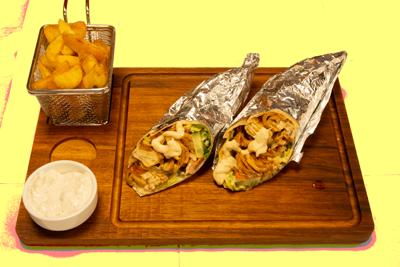 KYLLING RULL /89,-   Serveres med pommes frites og tzatziki (M,HV)